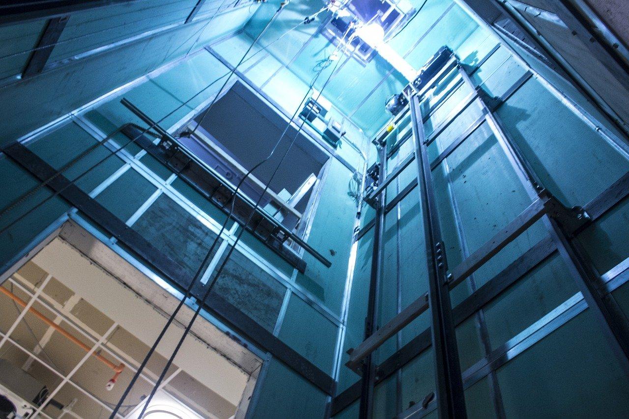 В воронежских общежитиях начали массово отключать лифты - фото 1